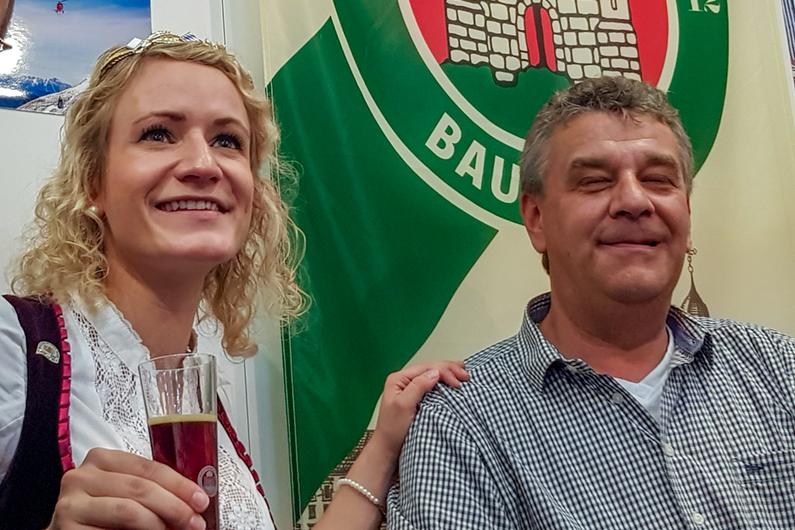 """Bierkönigin Johanna Seiler besucht unseren """"Food & Life""""-Messestand in München."""
